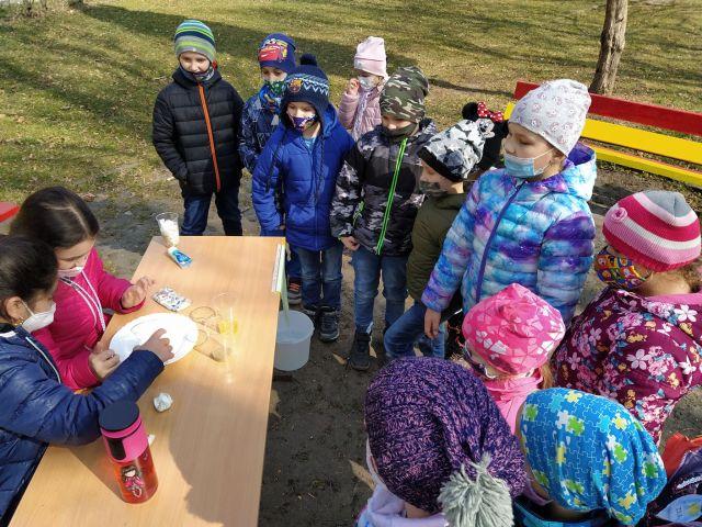 Práve prezeráte fotografiu z galérie: Deň vody na našej škole
