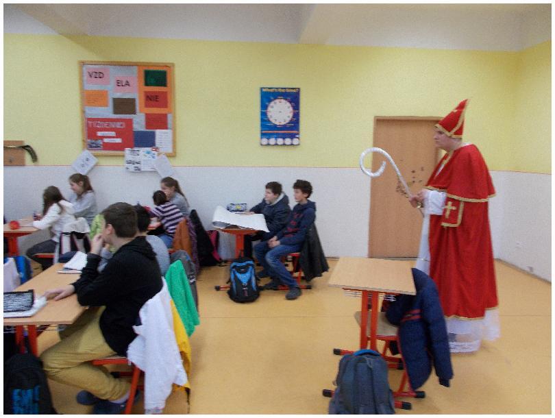 Práve prezeráte fotografiu z galérie: Mikuláš na našej škole