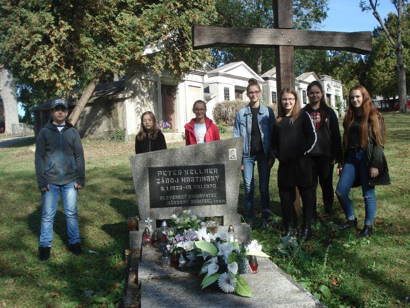 Práve prezeráte fotografiu z galérie: Pri hrobe Petra Kellnera Hostinského