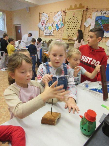 Práve prezeráte fotografiu z galérie: Týždeň vedy a techniky na škole