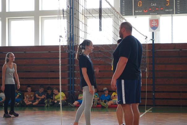 Práve prezeráte fotografiu z galérie: Volejbalový zápas - Učitelia vs. Žiaci